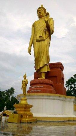 Wat Pikulthong Standing Buddha