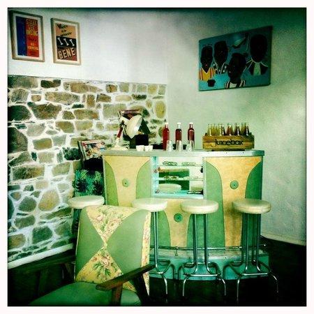 kleine bar im wohnzimmer bild von la grenadine kapstadt zentrum tripadvisor. Black Bedroom Furniture Sets. Home Design Ideas