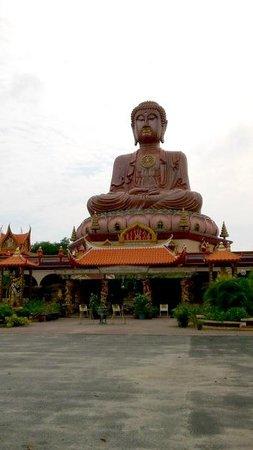 Wat Machimmaram Sitting Buddha