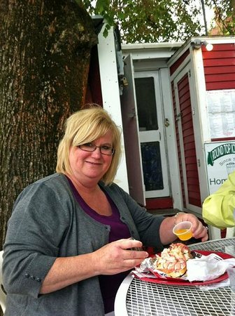 Sarah's Cafe: Best Lobster Rolls Ever!