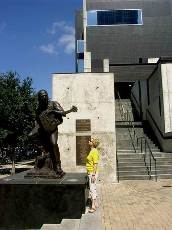 Austin City Limits Live : Willie Nelson Statue