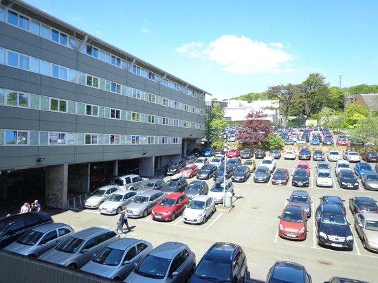 Holiday Inn Edinburgh: Hotel Car park