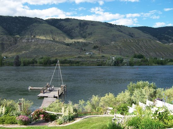 Riverside Bed & Breakfast : Our view.