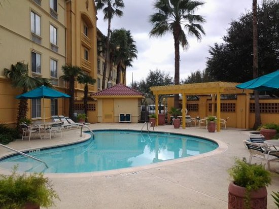 La Quinta Inn & Suites Houston West Park 10 : Piscina.