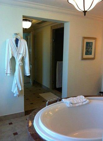 Atlantis, The Palm: hall to bathroom with shower