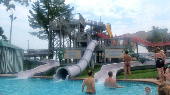 Wisconsin Dells Water Parks at Chula Vista Resort: kiddie water slides