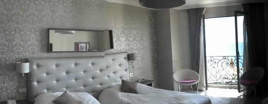 Hotel Le Royal: Renovated room