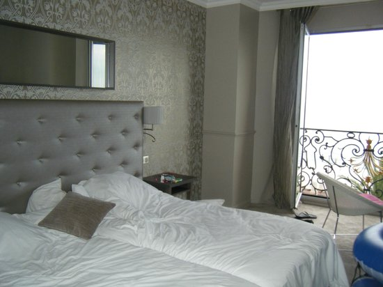 Hôtel Le Royal : Renovated room