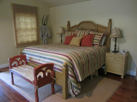 The Cottages of Napa Valley: Super comfy bed, plus a great robe to wrap up in!