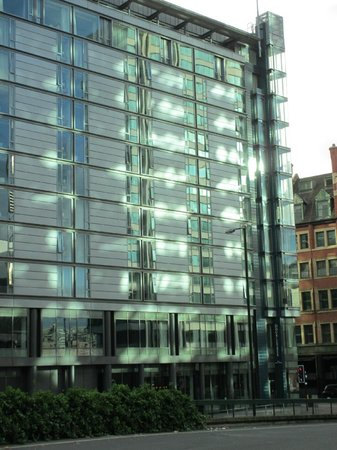 DoubleTree by Hilton Manchester Piccadilly: Easy to reach from Manchester Piccadilly train station