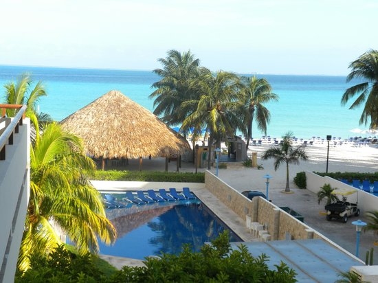 Ixchel Beach Hotel: View from our room, 3rd floor