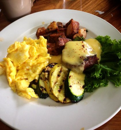 Holuakoa Cafe & Gardens: Filet Mignon and eggs.....