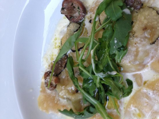 Le Chateau des Alpilles Restaurant : Amazing starter of ravioli stuffed with foie gras in a truffle cream sauce with shaved truffles,