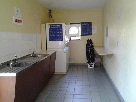 Blarney Caravan & Camping Park: laundry room