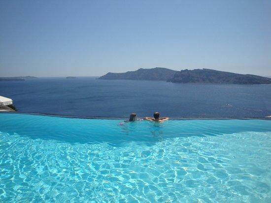 Perivolas: Infinity pool with a view