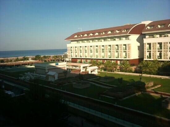 Sensimar Side Resort and Spa: Stranden sätt från rummet