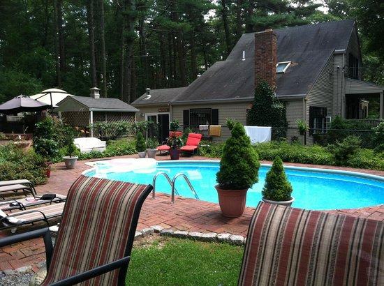 Duxbury Tall Pines: Beautiful peaceful pool