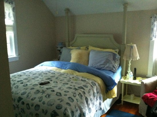 Duxbury Tall Pines: My comfy bed