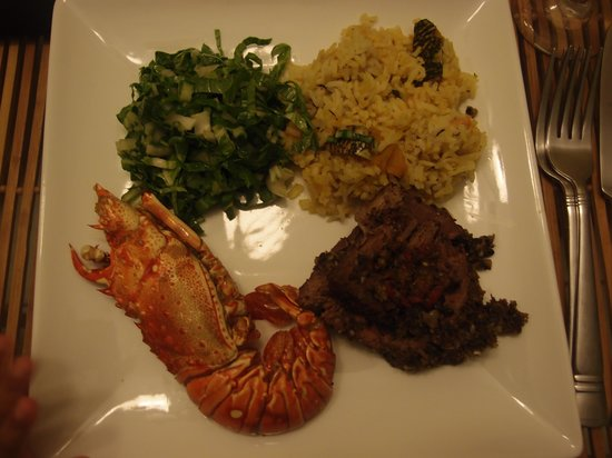 The Blue House Boutique Bed & Breakfast : Fried lobster, grilled flank steak and pumpkin rice