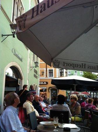 Dombrowski: Terrasse vor dem Restaurant