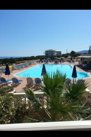 Notos Heights Hotel & Suites: Pool :)
