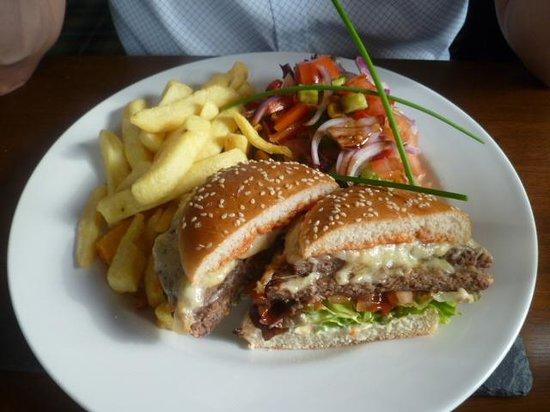 The Plough Inn: Cheeseburger