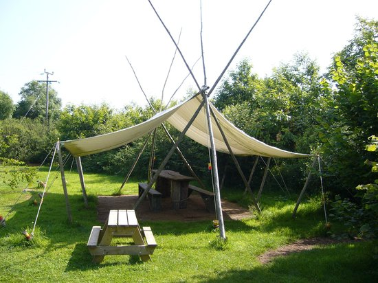 Anglesey Tipi and Yurt Holidays : Communal eating area