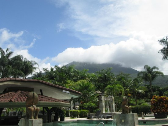 The Royal Corin Thermal Water Spa & Resort: view of Arenal volcano from pool
