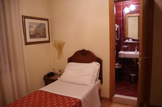 Hotel Spessotto: a single room