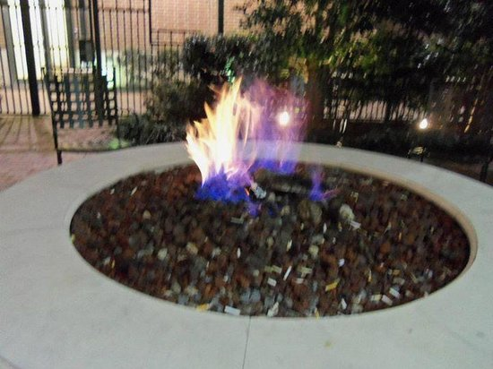 Courtyard Little Rock Downtown: fire pit