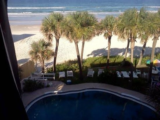 Flamingo Inn: pool & beach from window