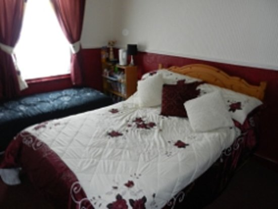 Twycross Guest House: the family room