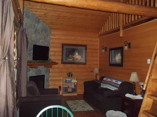 Canadian Bear Guesthouse: The cabin we were in