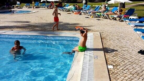 Jardins Vale de Parra: Muito razoável para o preço e as crianças adoram. A piscina está sempre impecável