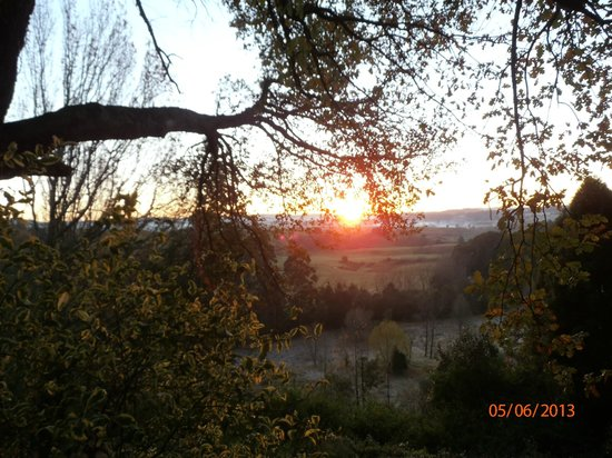 Pleasant Places Guesthouse: Stunning Sun Rise from the Room with a View