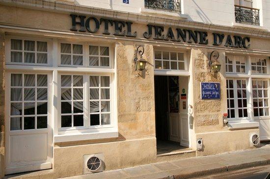 Hotel Jeanne d'Arc: Facade....