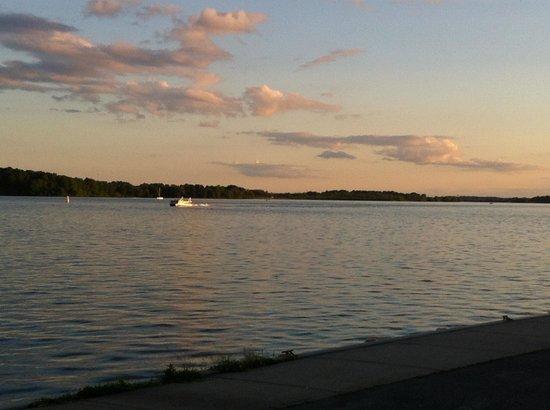 Blue Anchor Restaurant: Watching the sunset