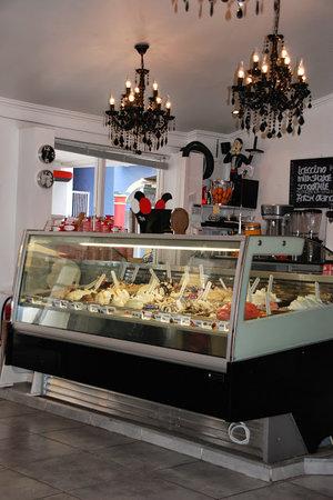 Gio's Gelateria & Caffe: Heerlijk, zelfgemaakt schepijs.