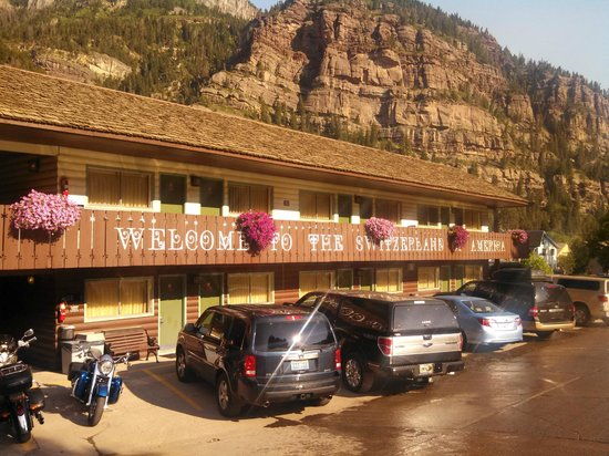 Twin Peaks Lodge & Hot Springs: A nice change from the cookie cutter motels