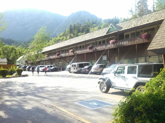 Twin Peaks Lodge & Hot Springs: I love the drive-up rooms