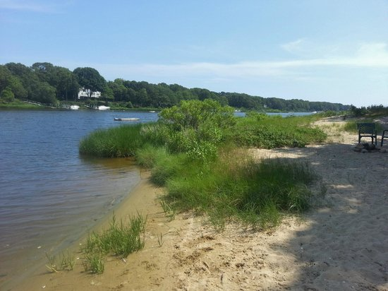 Green Harbor Waterfront Lodging: sandy beach - dunes