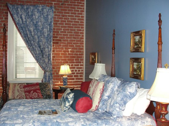 East Bay Inn: Lovely room with old-world appointments