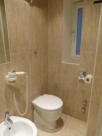 Hotel Firenze e Continentale La Spezia: Bathroom
