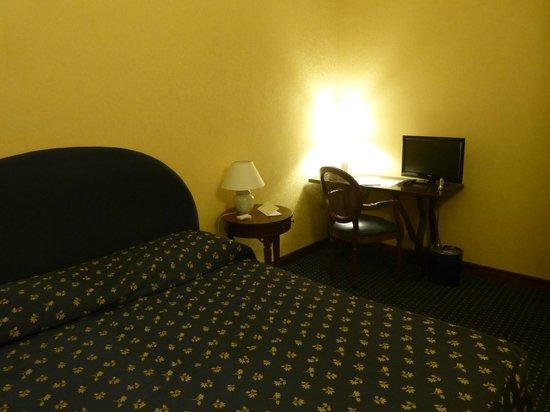 Hotel Firenze e Continentale La Spezia: Bedroom