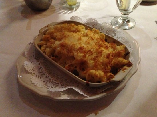 Sam's Steakhouse: Mac and Cheese Baked goodness