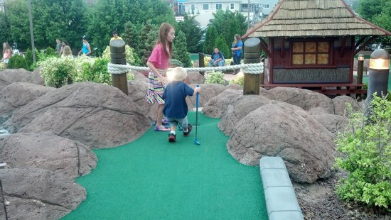 Ember Island Miniature Golf: Having fun
