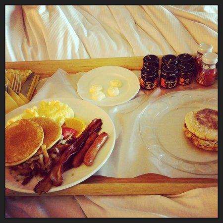 Hilton Lisle / Naperville: Breakfast in bed