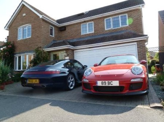 Pearfield Bed and Breakfast: Pearfield - popular with Porsches!