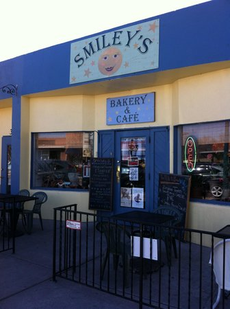 Smiley's Bakery and Cafe