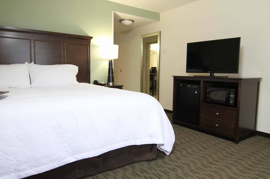 Hampton Inn Huntington University Area: Clean & Fresh Beds in our Guest Rooms